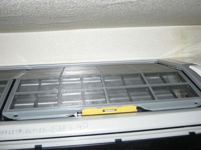 自動フィルター掃除付きエアコン